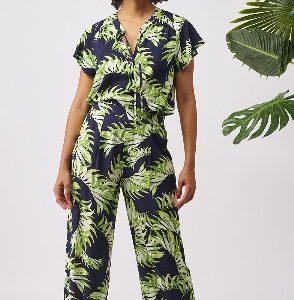 Cómodos pantalones con los que viajarás a una isla en mitad del oceáno guiada por su estampado.
